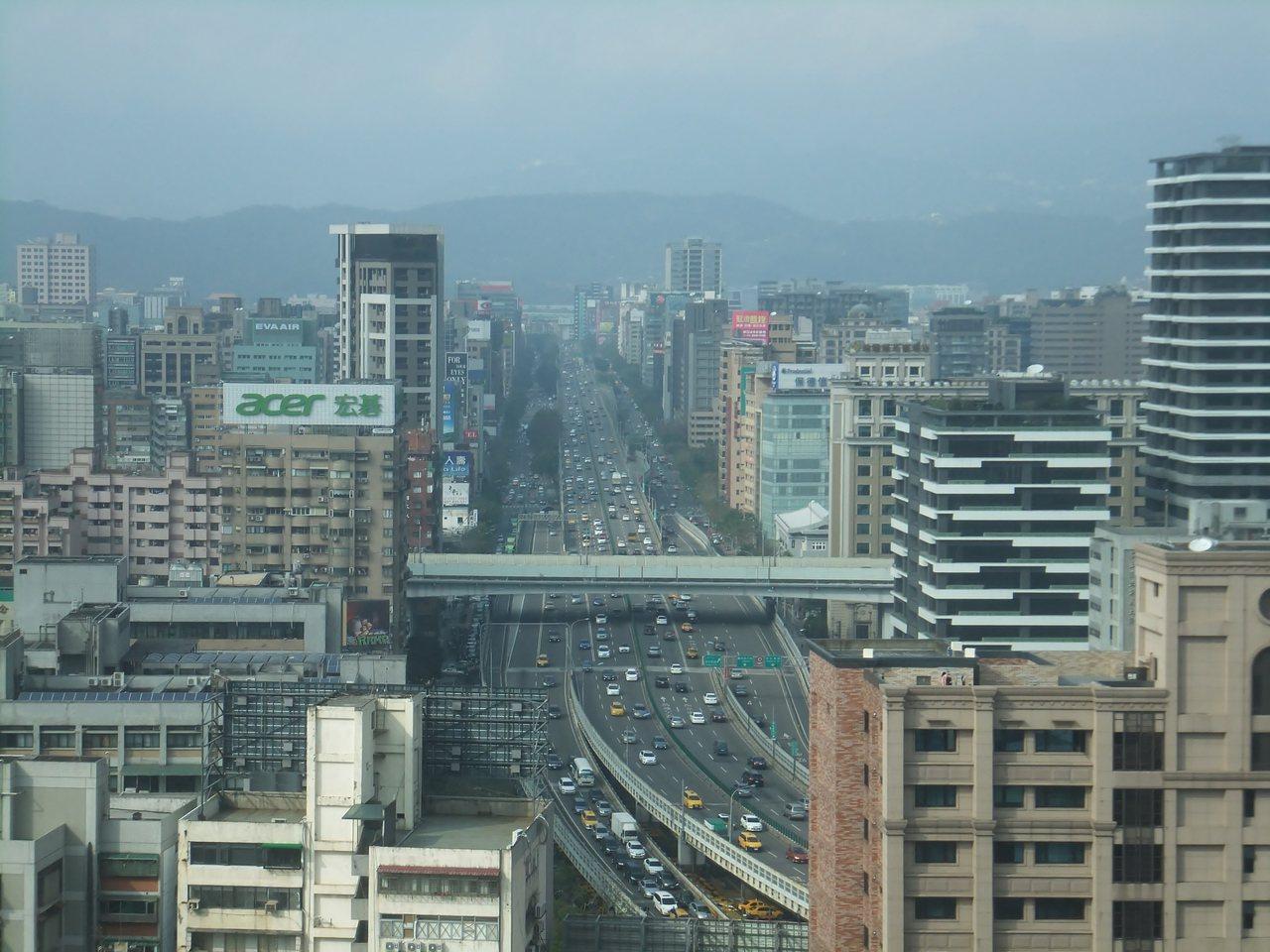 新北市土城區降價風潮擴大。記者游智文/攝影