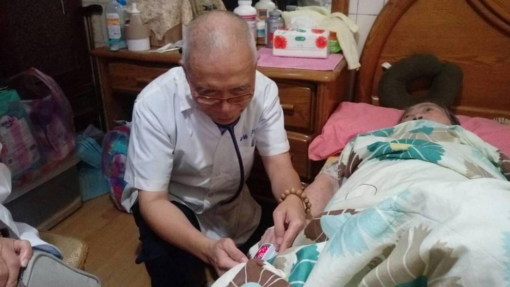 不少長期臥床的患者就醫不便,有在宅醫療服務需求。本報系資料照