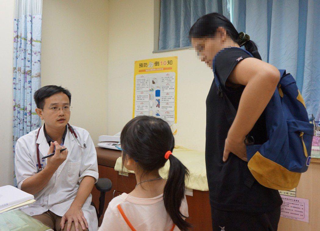 新竹馬偕醫院小兒內分泌科醫師鄭弼文(左)。圖/新竹馬偕醫院提供