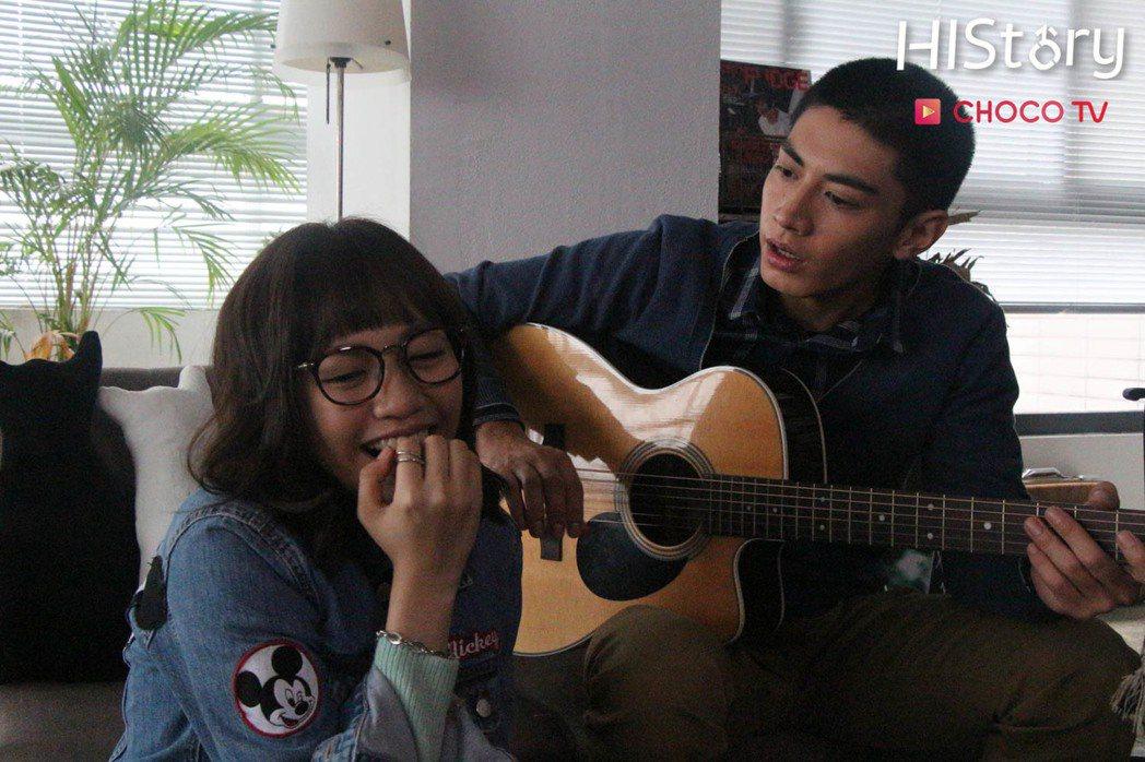 焦曼婷(左)、宋柏緯合作「HIStory系列二部曲 - 離我遠一點」。圖/CHO...