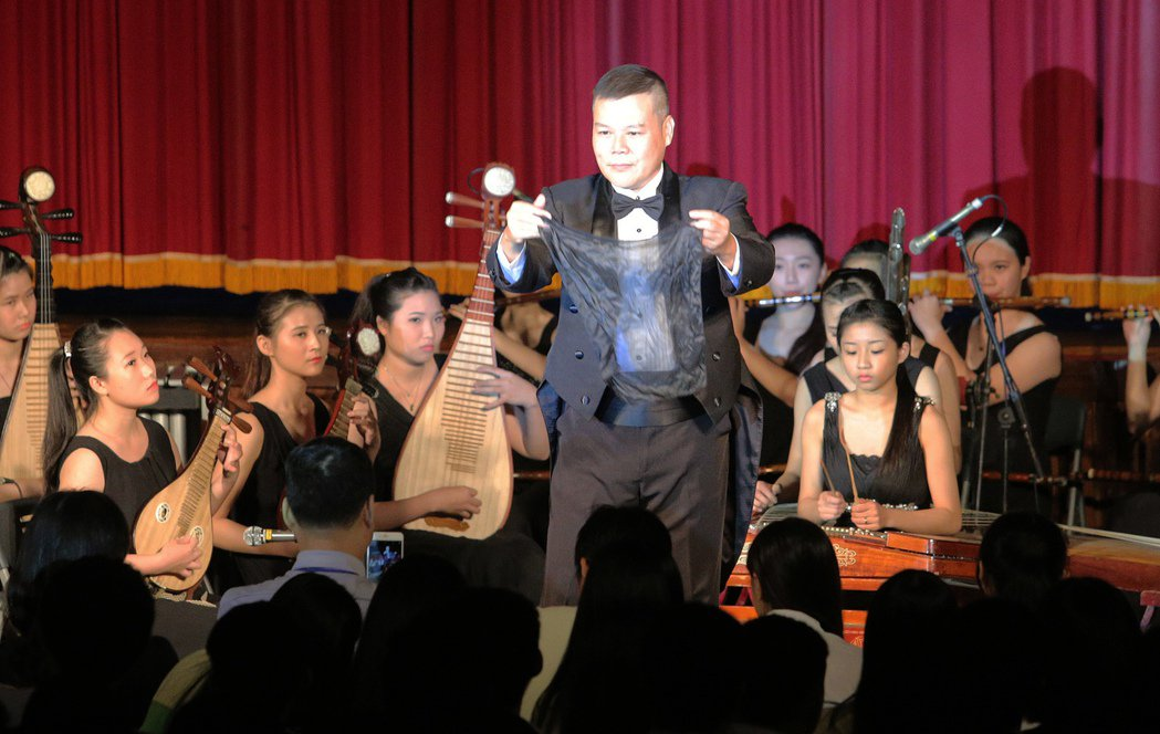 高雄市樹德家商表演藝術科畢業公演,學生賣力演出。記者劉學聖/攝影