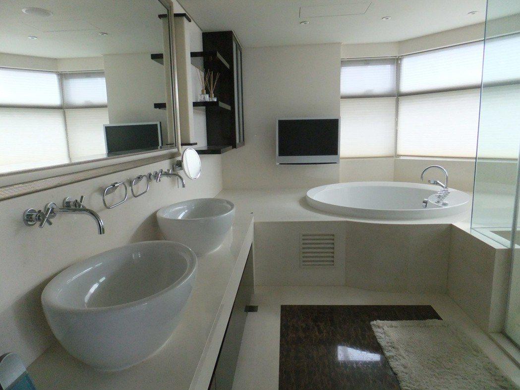 名媛陸勝文的帝寶主臥內浴室,偌大氣派還有按摩浴缸。記者游智文/攝影