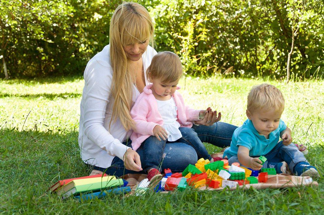 澄清醫院小兒科黃元韻醫生表示:「寶寶腦部開發最重要的時期是在三歲之前,在這段時間...