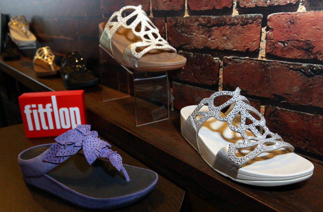 英國鞋履品牌FITFLOP今年2017春夏以「FOR  SUPERWOMEN」為...