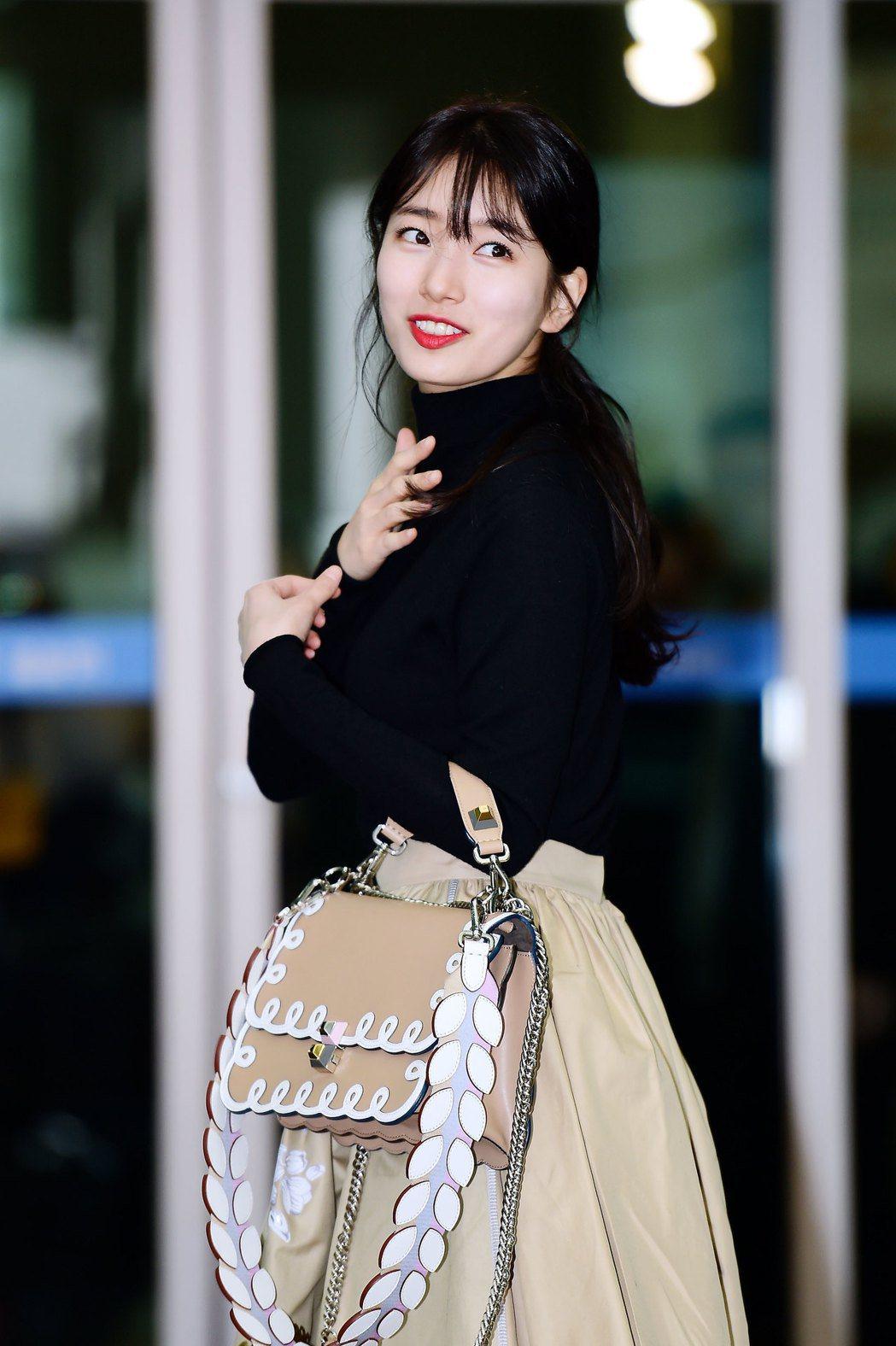 秀智全身FENDI準備前往米蘭觀賞2017秋冬時裝秀。圖/FENDI提供