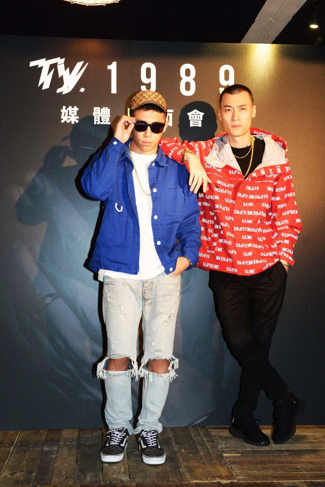 健志(左)幫TY.發片記者會站台。圖/混血兒娛樂提供
