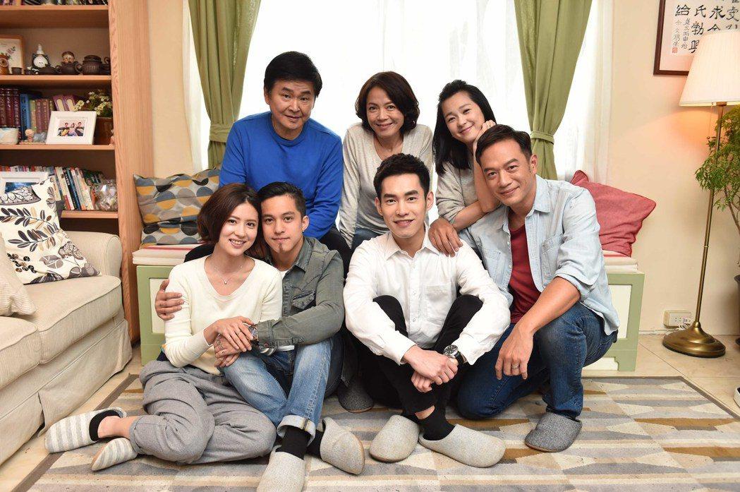 「酸甜之味」演員群在桃園住家主場景拍攝。圖/TVBS提供