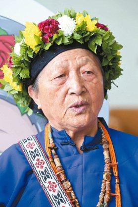 106年推展本土語言傑出貢獻獎頒獎典禮,林清美獲個人傑出貢獻獎。 記者林俊良/攝...