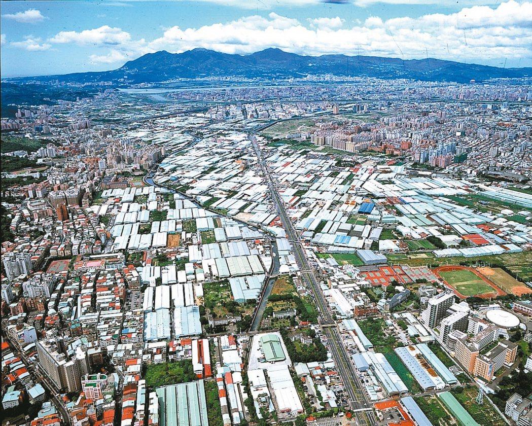 泰山塭仔圳開發案面積三九八公頃,其中超過兩百公頃規畫為住宅區,開發效益驚人。 圖...