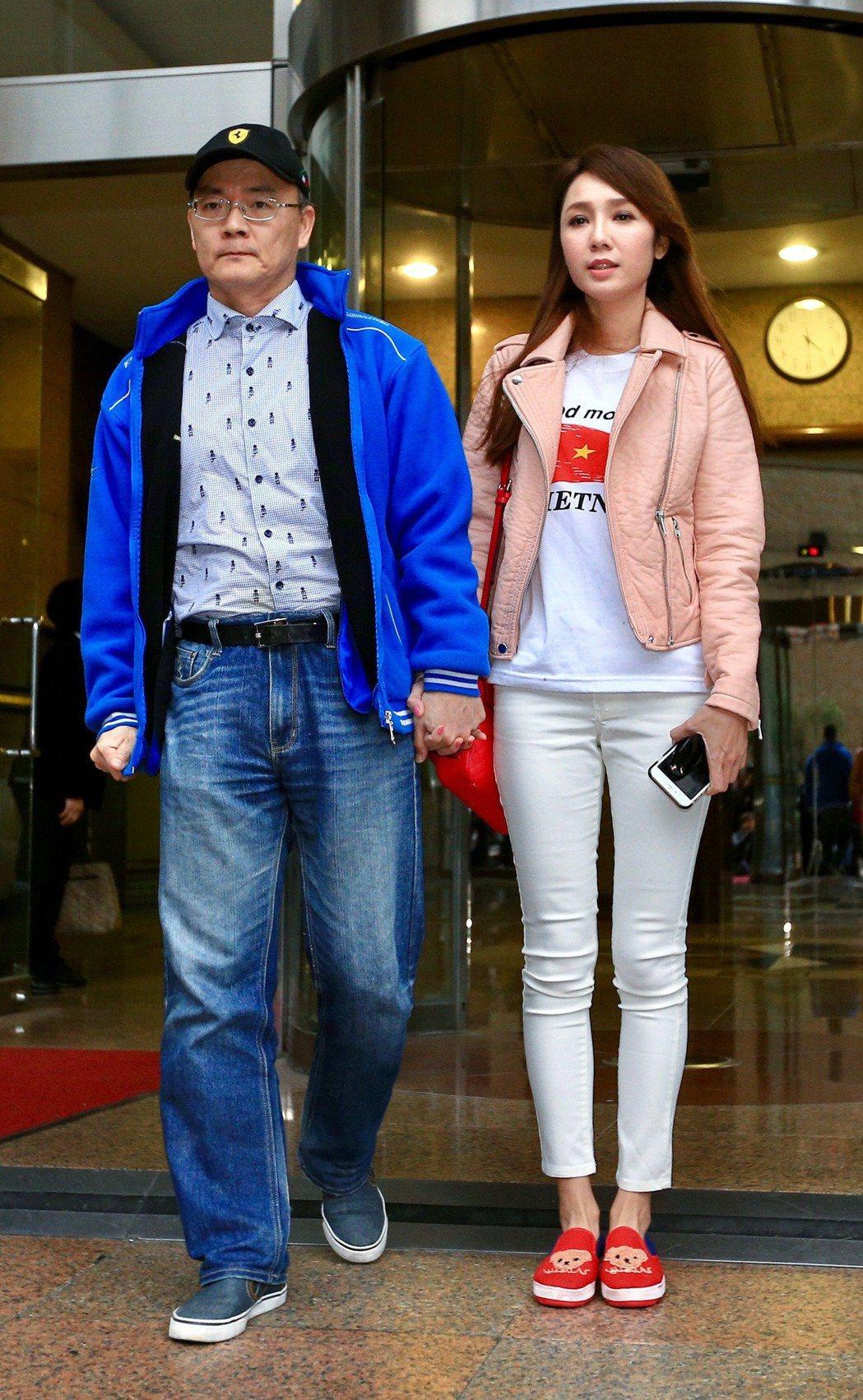 海倫清桃(右)和前夫戴發奎(左)。本報資料照片