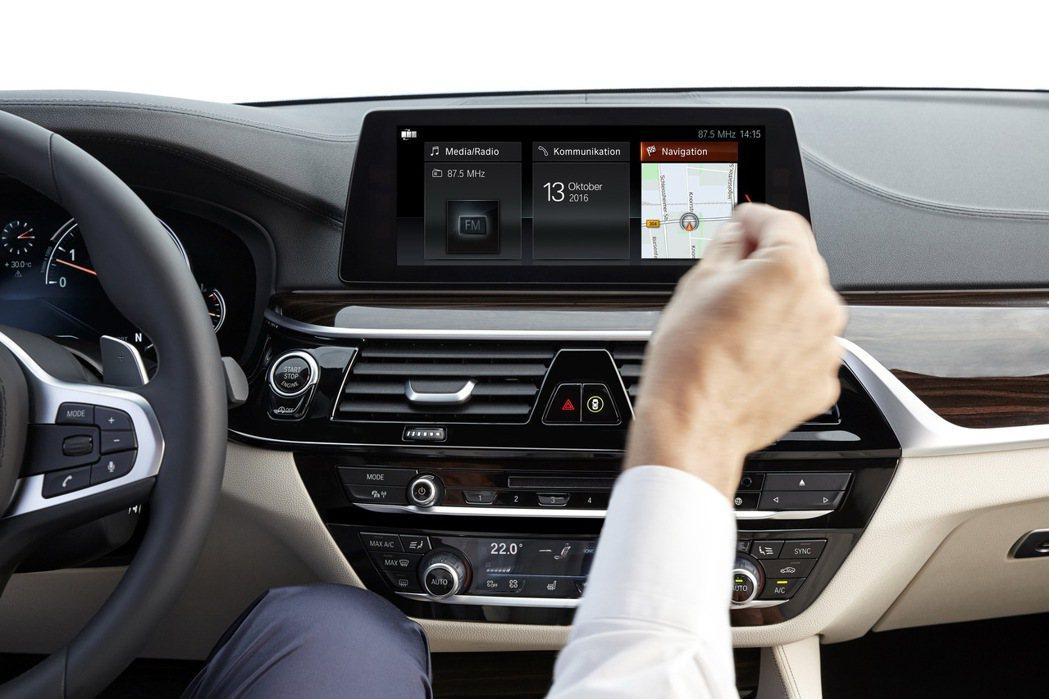 全新iDrive控制系統含手勢控制功能。 圖/汎德提供