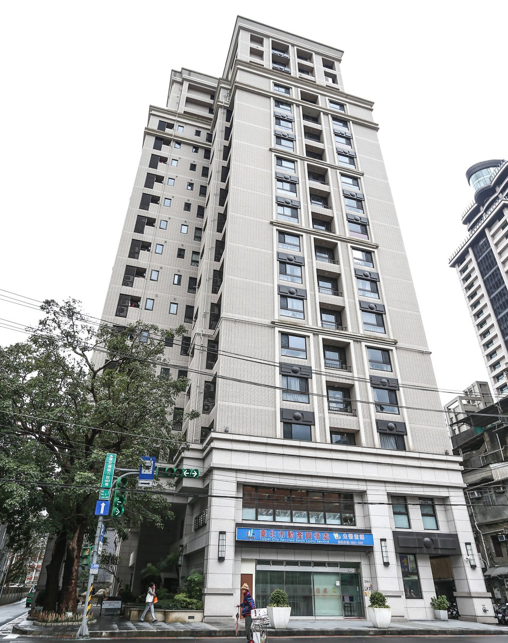景美捷運站附近的建案「華非第凡內」,已撥用給台北市政府做為社會住宅之用。 記者程...