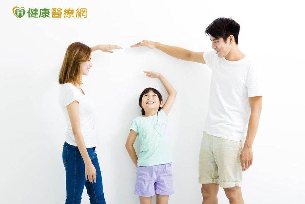 孩子長不長得高,一半是基因一半是後天因素。