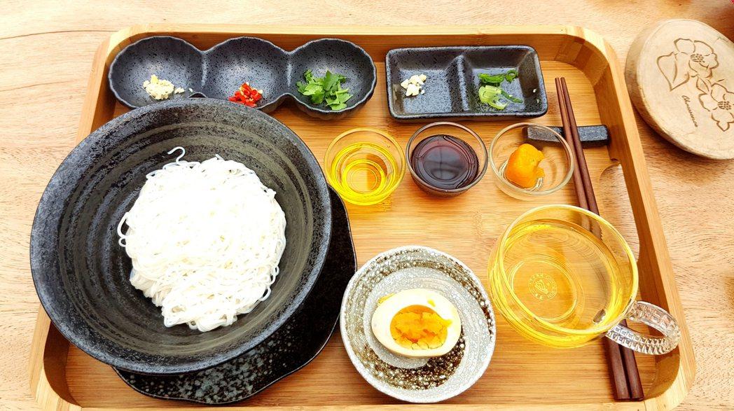園區有特製茶油麵線料理。記者吳佩旻/攝影