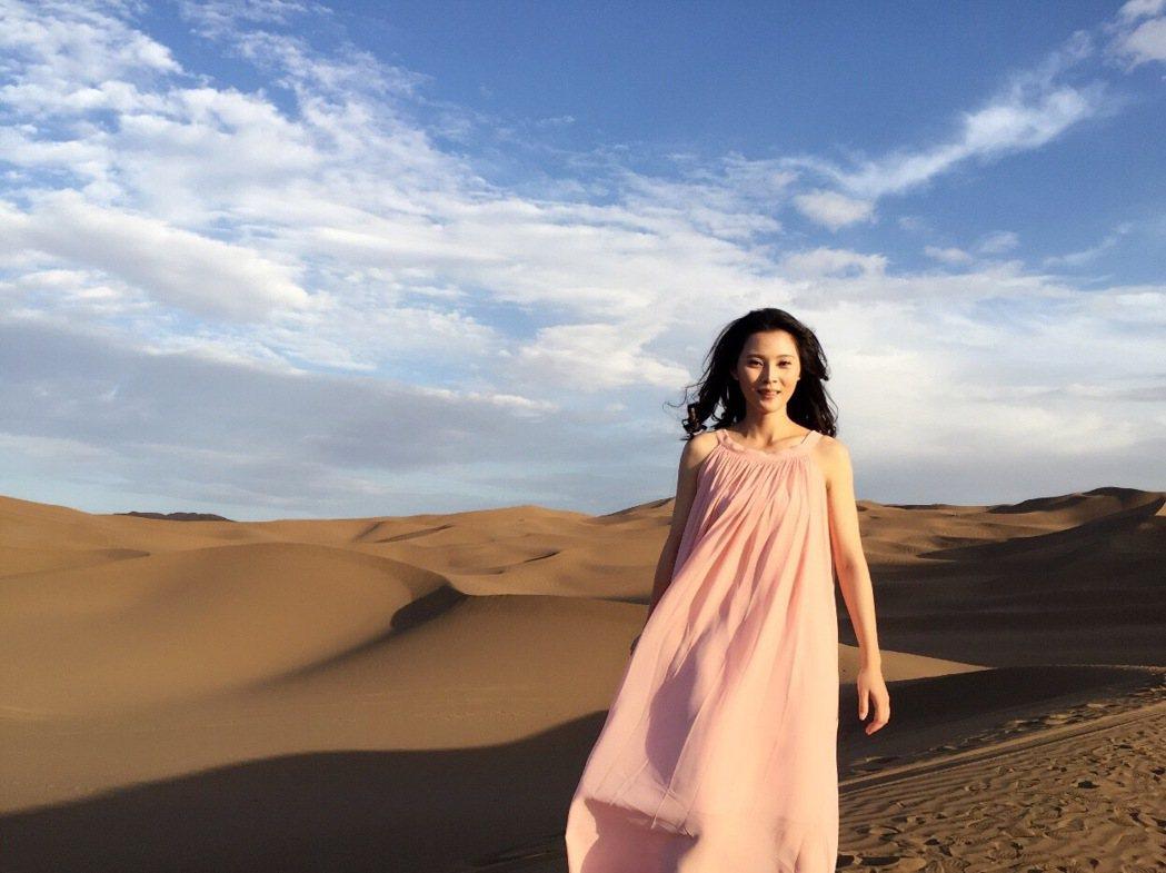 華千涵前進大陸拍VR電影在大沙漠中挑戰極限  圖/麥子娛樂提供