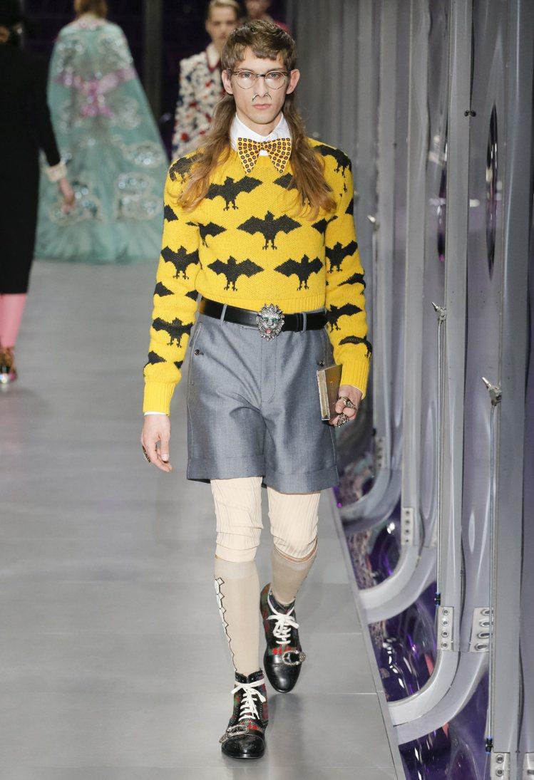 蝙蝠圖樣出現在服裝和配件上。圖/Gucci提供