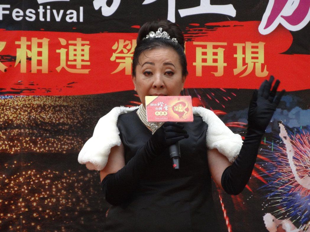嘉義縣長張花冠裝扮影星奧黛莉赫本宣傳2018台灣燈會在嘉義。記者魯永明/攝影