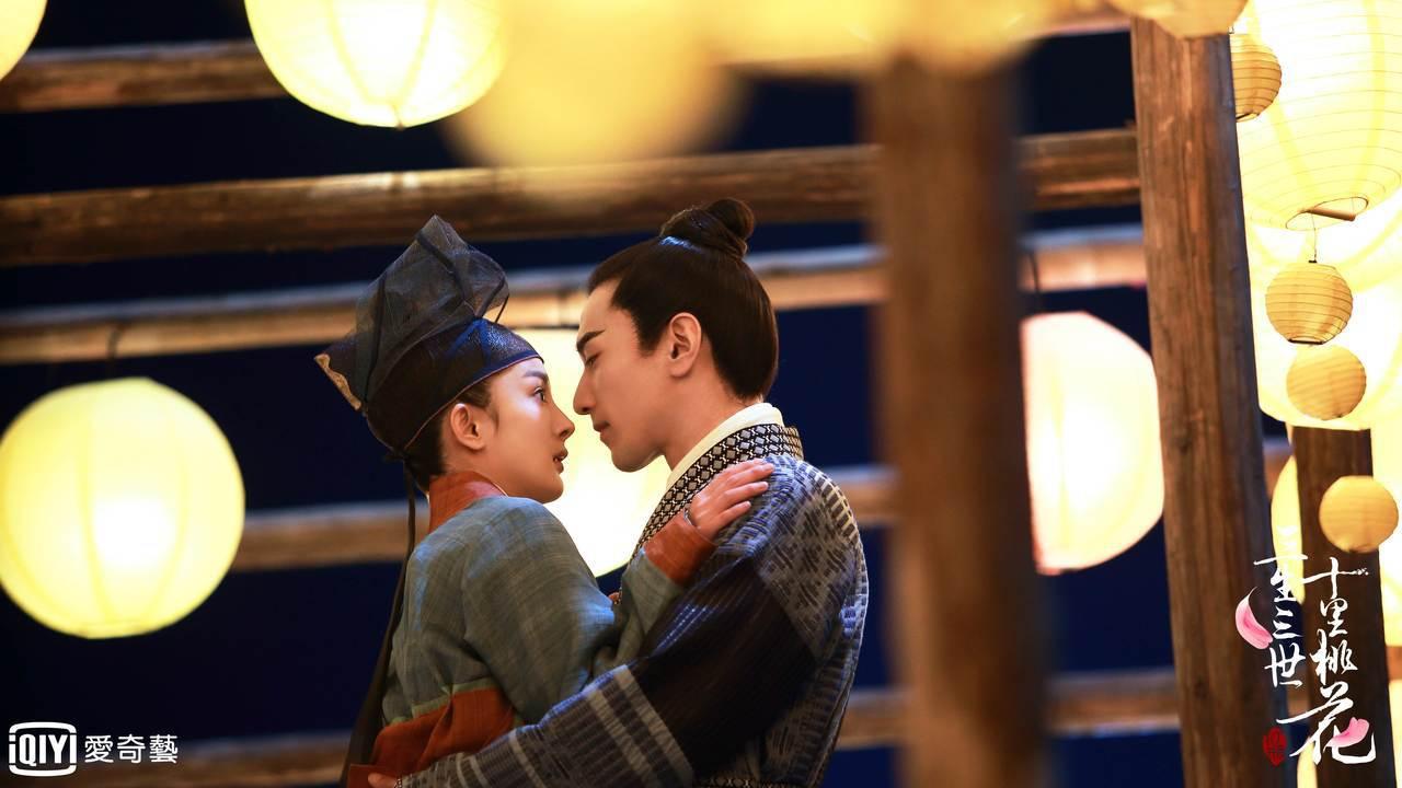 楊冪(左)、趙又廷演出的「三生三世十里桃花」受歡迎。圖/愛奇藝台灣站提供