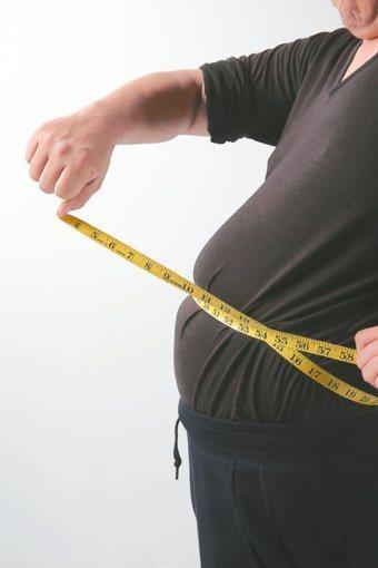 腹圍超標是代謝症候群的指標之一。圖/本報系資料照