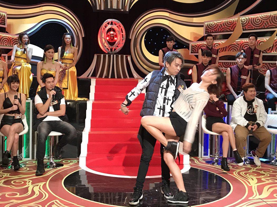 卡古和李懿共舞。記者葉君遠/攝影
