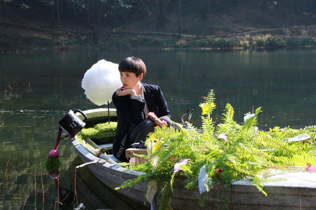 魏如萱汐止新山夢湖拍「末路狂花」巡迴演唱會宣傳影片,求入戲要大家別跟她說話。圖/...
