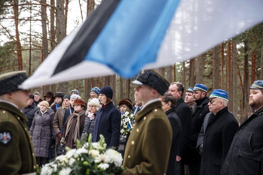 卡琉萊德總統(中)毫不留情地批判派茲,抨擊其罪過就是親手扼殺愛沙尼亞民主政體,而...