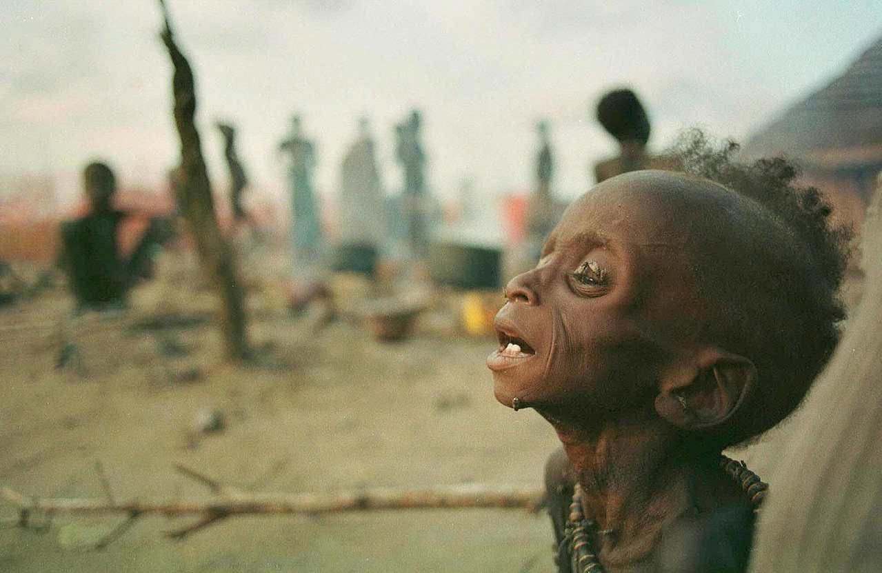 照理來說,21世紀的我們,完全有機會「預防」饑荒的發生;圖為1998年,蘇丹南部...