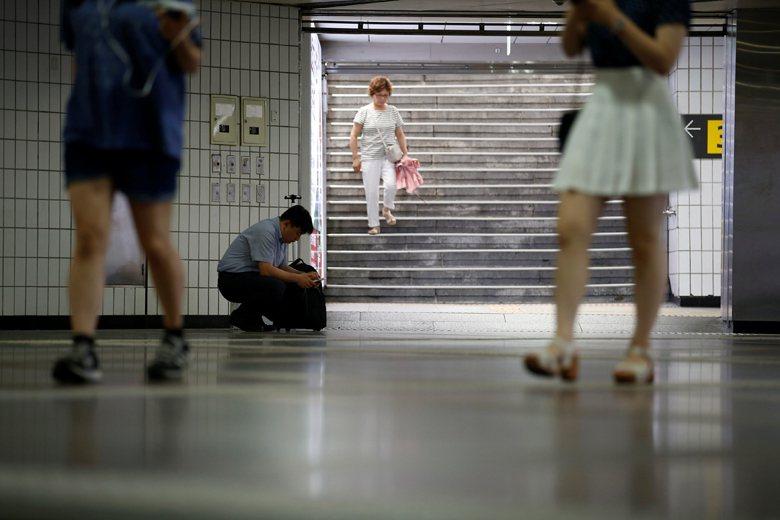 處在「地獄朝鮮」社會內的年輕人,若是真的失敗,他們是想成為一隻啃老的袋鼠,或是一...