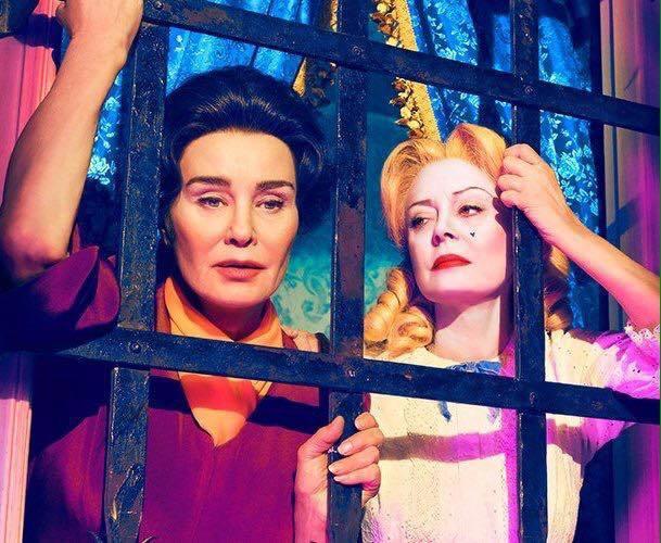 潔西卡蘭芝(左)與蘇珊莎蘭登分飾好萊塢影史傳奇影后。圖/摘自imdb