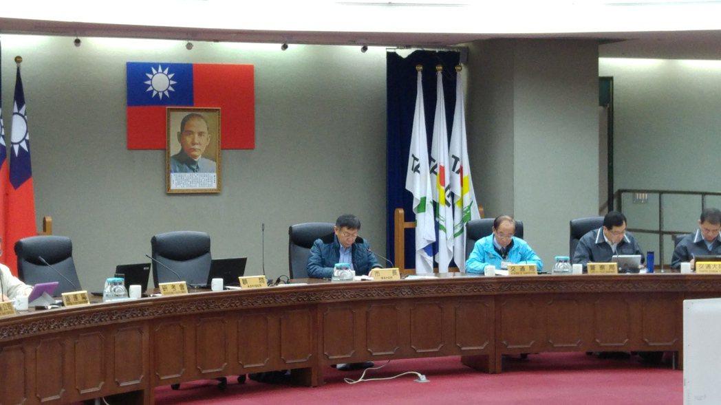 台北市長柯文哲今天早上主持交通會報時,針對交通等公共建設規畫化表達意見,他指出,...