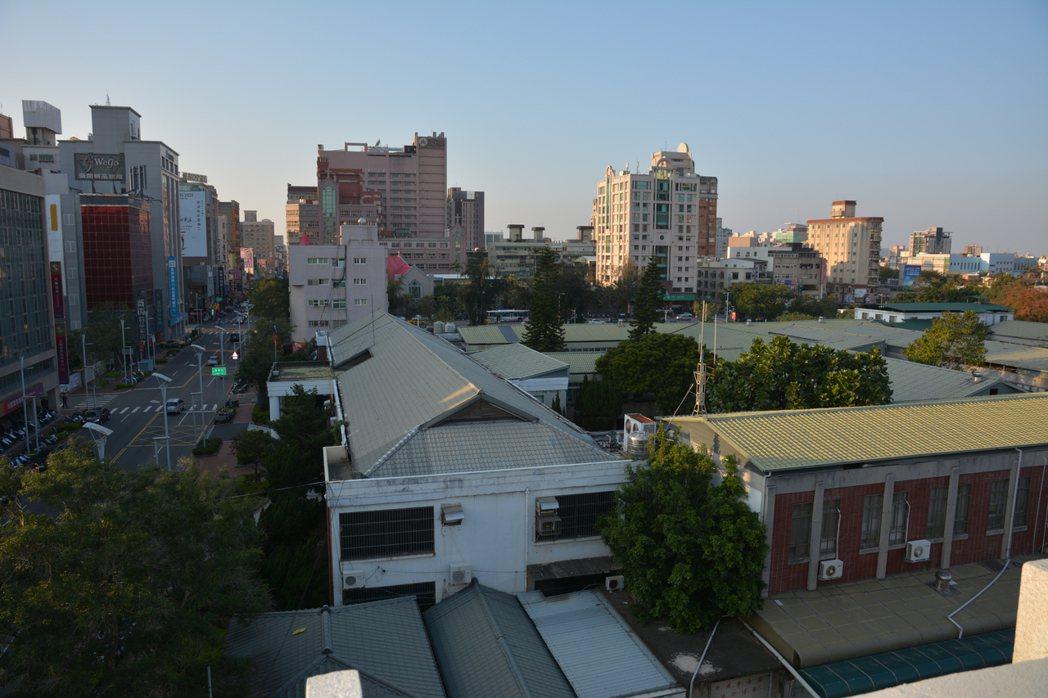 新竹市區可供建築的土地越來越少,建商的推案量連二年減少。記者林家琛/攝影