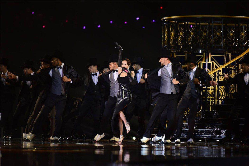 蔡依林在舞台上連續數小時勁歌熱舞,一雙舒適的Giuseppe Zanotti高跟...