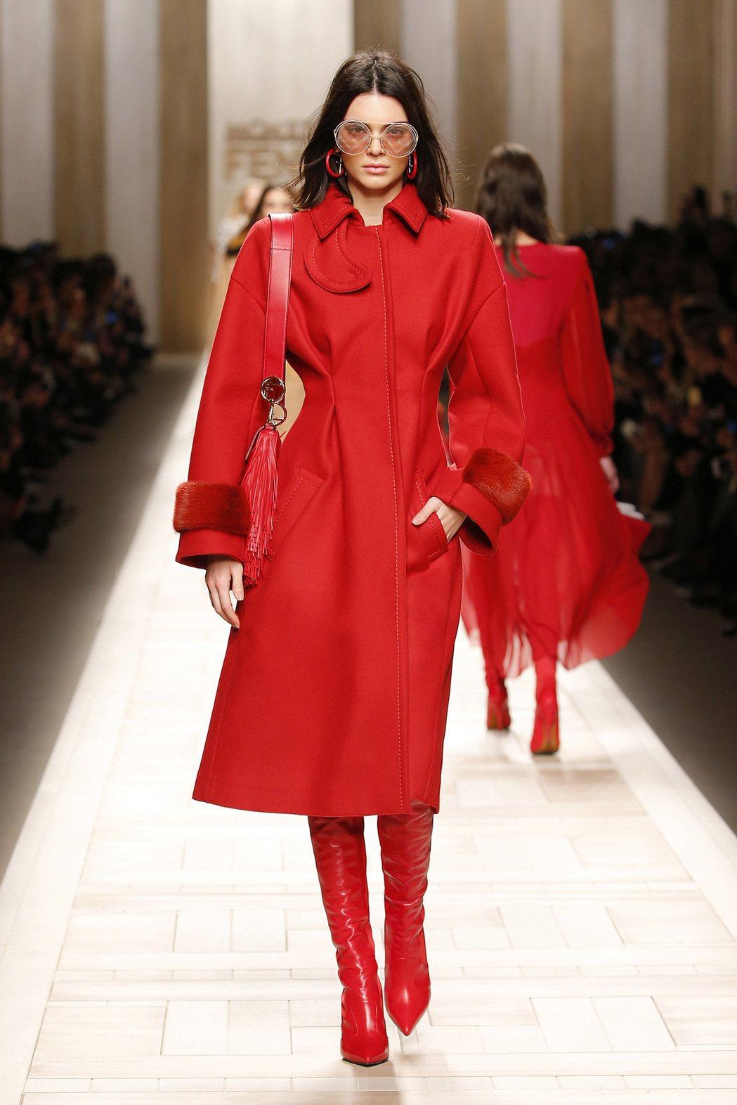 紅色是FENDI秋冬系列主色調之一。圖/FENDI提供