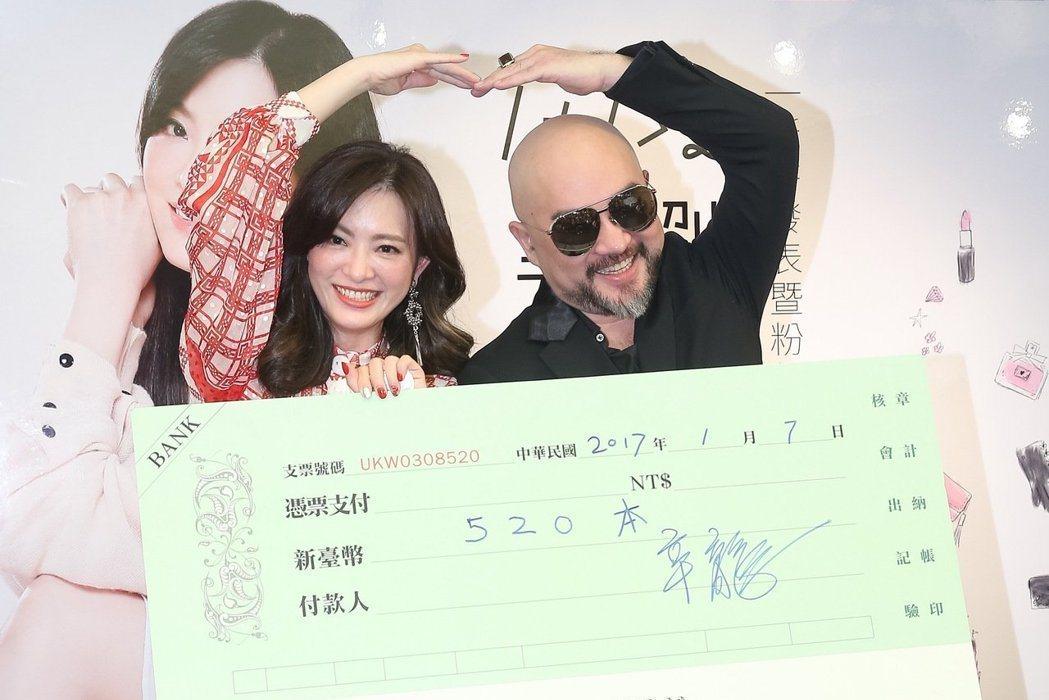 辛龍曾開出認購520本劉真新書的支票。圖/本報資料照