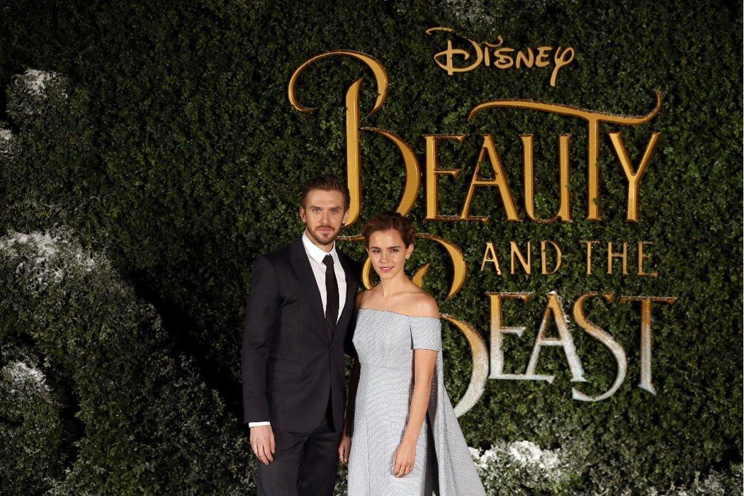 丹史蒂文斯與艾瑪華森出席「美女與野獸」倫敦首映會。圖/路透
