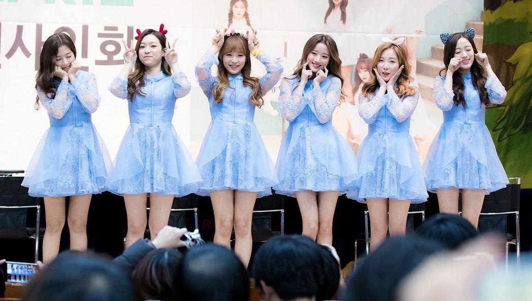南韓女團April彩媛以第一名考入誠信女子大學實用音樂系。圖左起為彩媛、睿娜、R