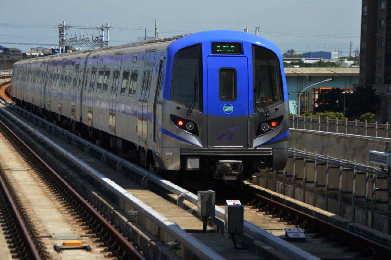 桃園機場捷運終於開始正式營運。香港大公報發表評論指出,一條長51公里的路線籌建了...
