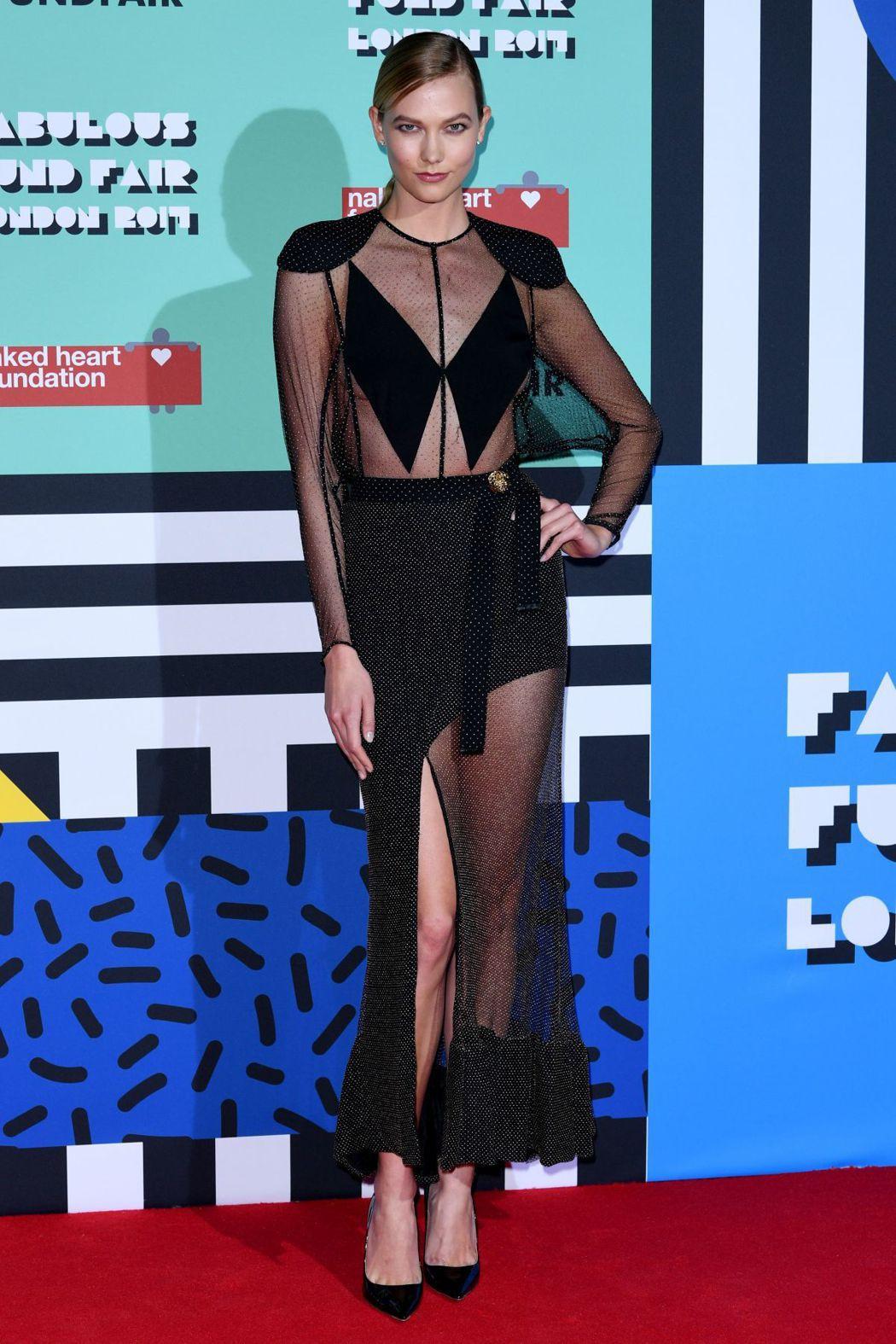 卡莉克勞斯詮釋LV 2017春夏洋裝。圖/取自twitter