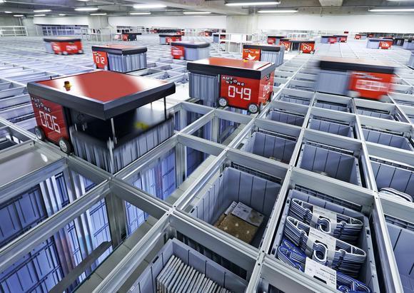 日本宜得利家居的配送中心以機器人進行產品分類作業。(網路照片)