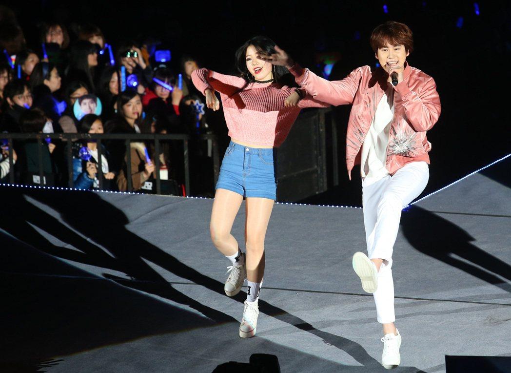 南韓天團「SUPER JUNIOR」主唱圭賢(右)首度在台開唱。記者王騰毅/攝影
