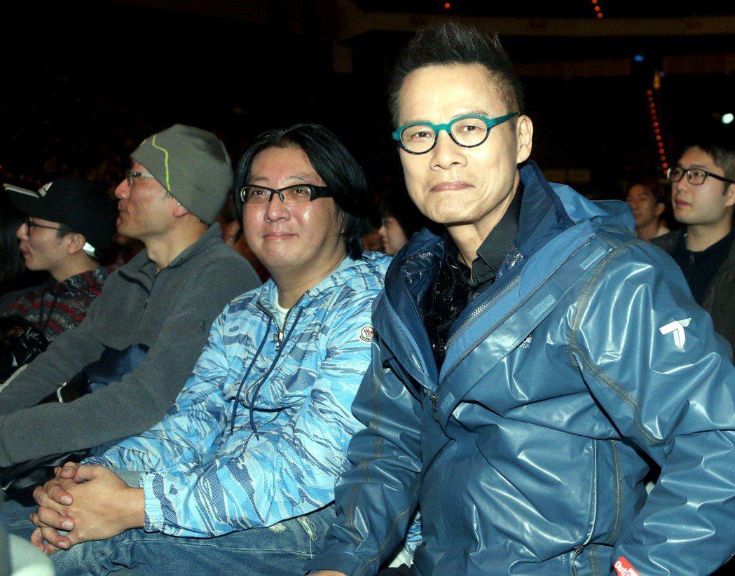 「假如我是羅大佑演唱會」在台北小巨蛋演出,羅大佑(右)親自到場,與主辦人袁惟仁(...