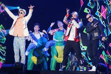 玖壹壹「9453演唱會」去年9月和今年1月分別在台中、台北舉行,25日壓軸場在高雄巨蛋開唱,問到玖壹壹3場巡迴演唱會的感想,他們表示:「在這次的合作非常感謝專業團隊,包括超級圓頂、源活娛樂與滾石唱片...