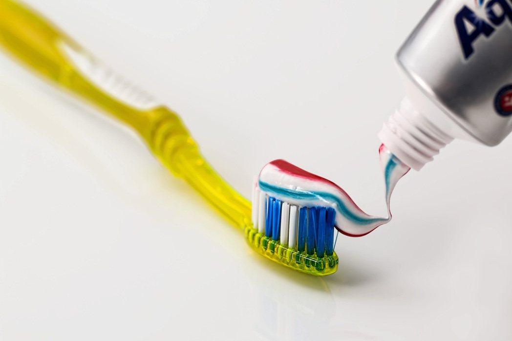 先去刷個牙