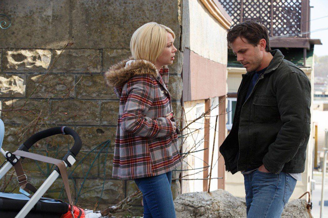 《海邊的曼徹斯特》由凱西艾佛列克(右)與蜜雪兒威廉斯主演。 圖/采昌提供