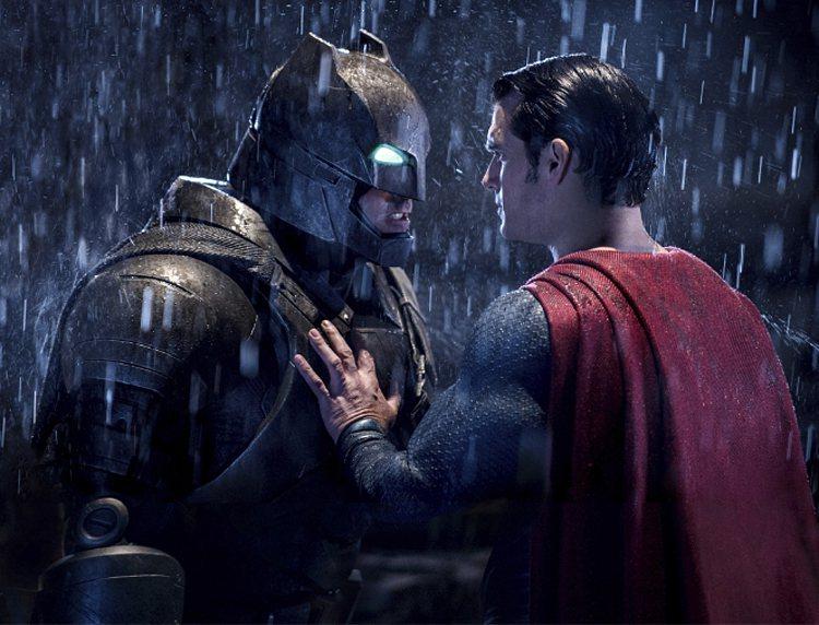 「蝙蝠俠對超人:正義曙光」獲金酸莓最爛影片獎。 美聯社
