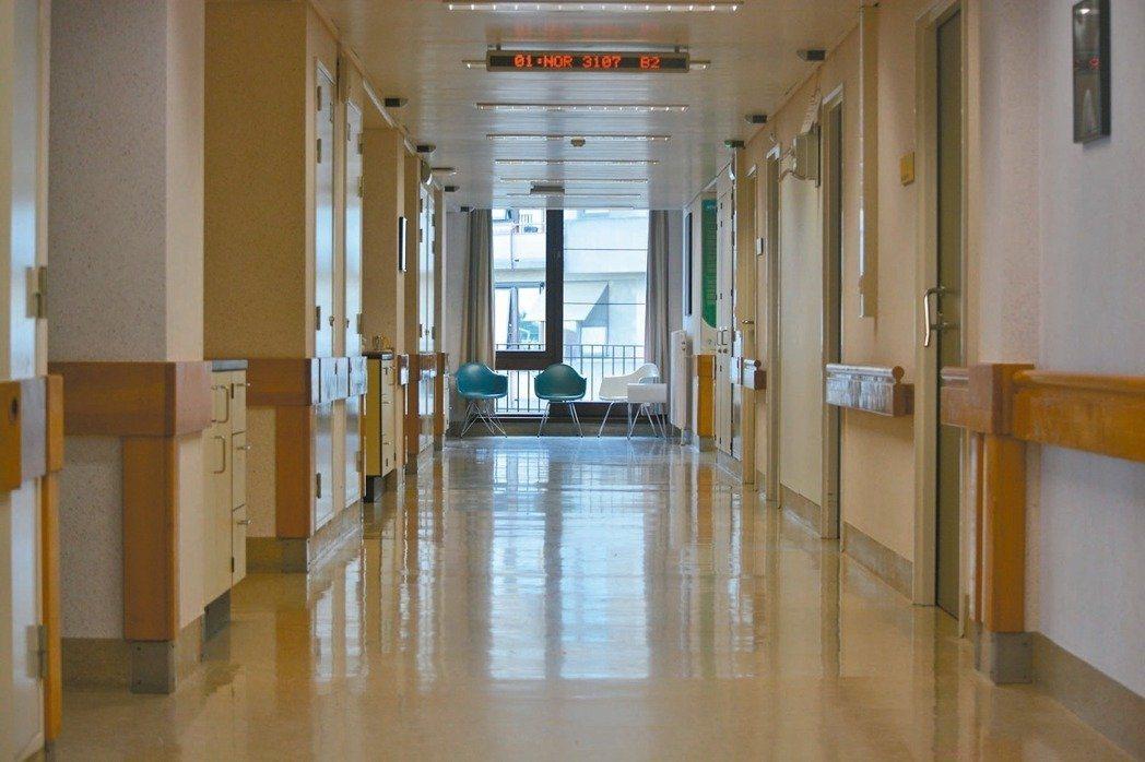 醫師表示,不在意識清楚時討論生死,可能在生命最後一段路「不得好死」。 圖/報系資...
