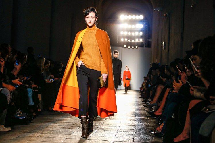 擅於在面料上作文章的Tomas Maier為Bottega Veneta本季創造...
