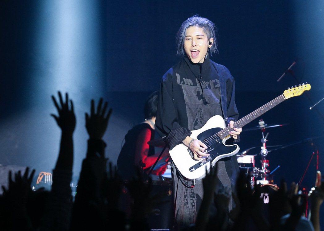 日本搖滾歌手「雅Miyavi」今晚在ATT SHOWBOX舉辦演唱會。記者余承翰
