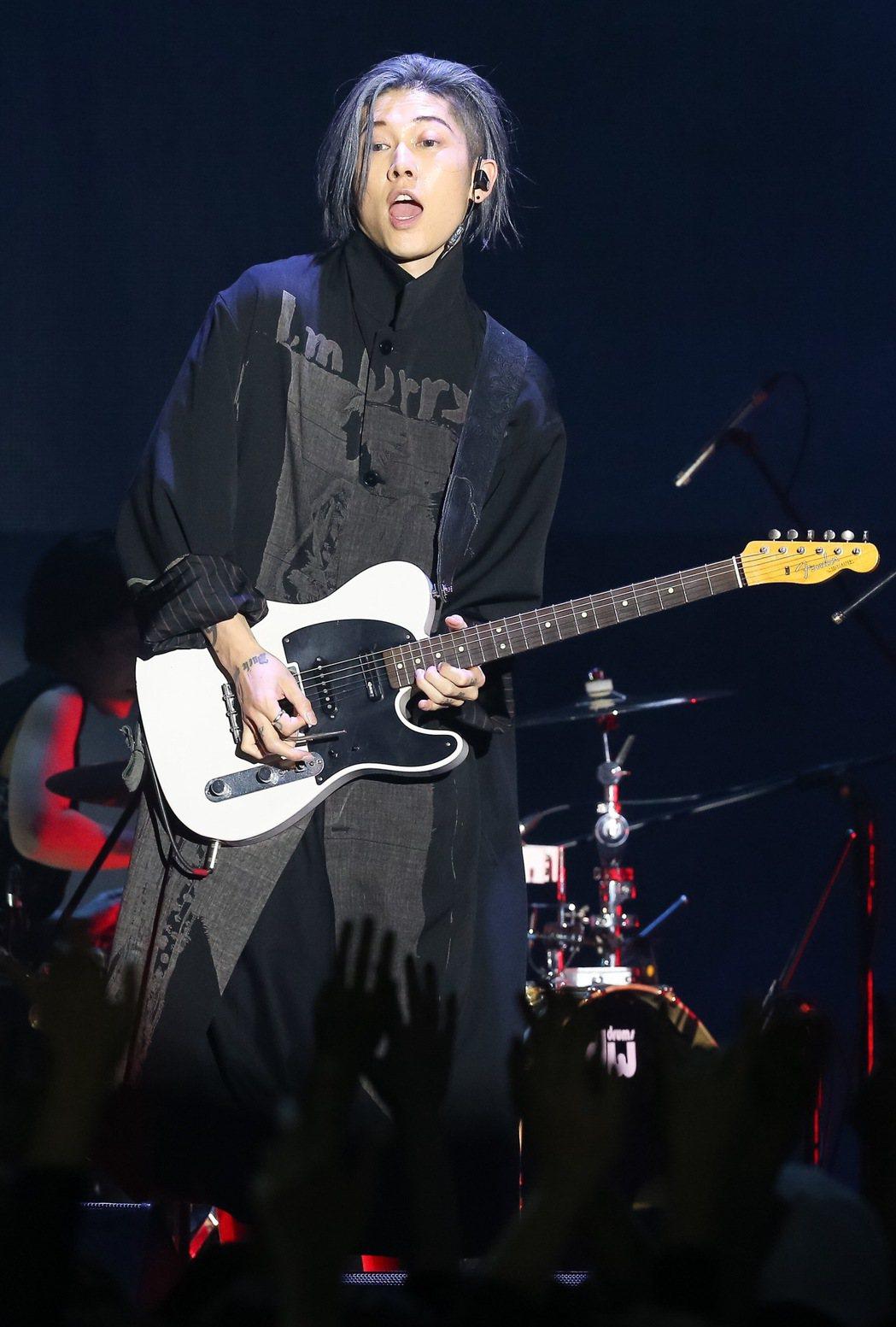 日本搖滾歌手「雅Miyavi」今晚在ATT SHOWBOX舉辦演唱會。記者余承翰...