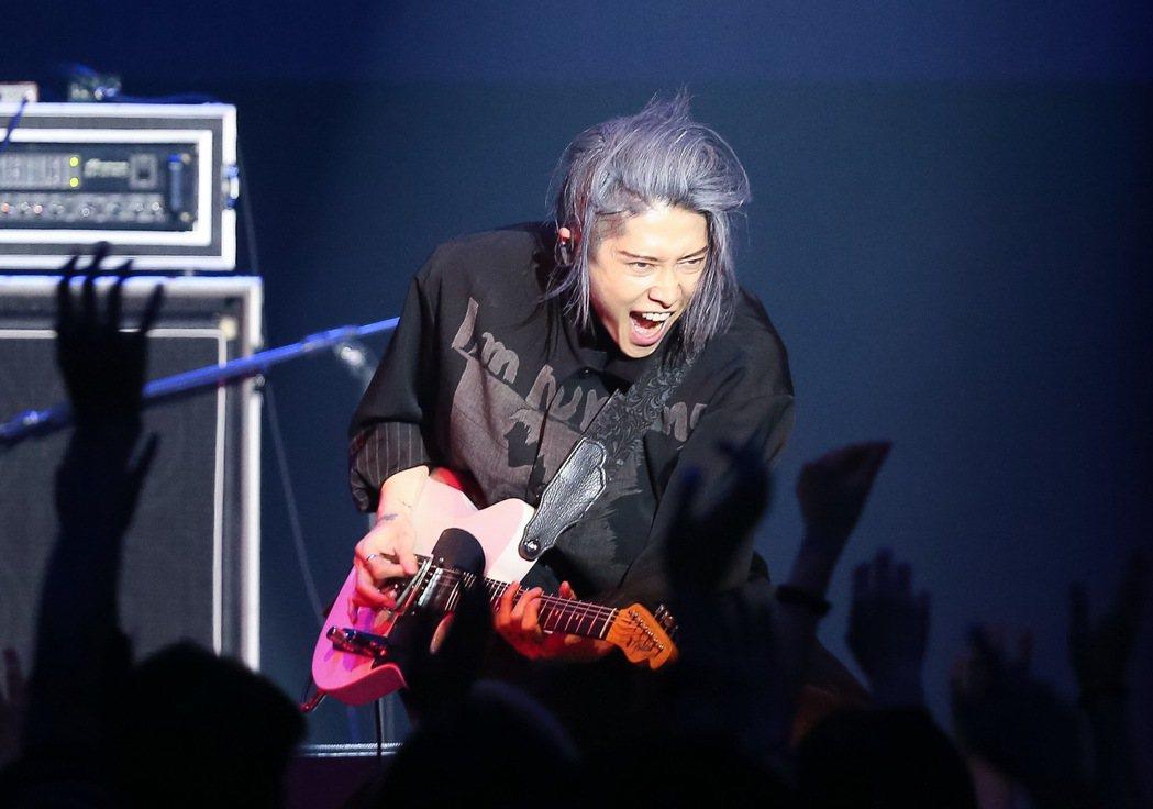 日本搖滾歌手「雅Miyavi」在ATT SHOWBOX舉辦演唱會,並用中文問候許...